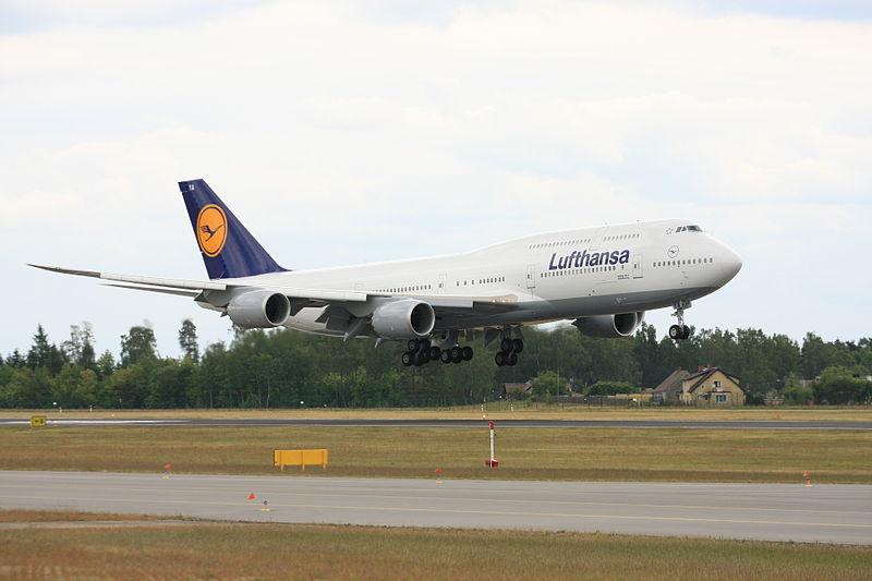 File:Boeing 747-800 Lufthansa (7349391156).jpg