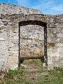 Bramberg Ruine Tür in der Vorburg P4RM2217.jpg