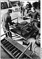 Bundesarchiv Bild 183-1985-0403-019, Bez. Schwerin, Schornsteinelemente aus Ziegelbruch.jpg