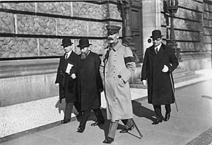 Prince Maximilian of Baden - Chancellor Max von Baden and Vice-chancellor Friedrich von Payer (2nd from left) leaving the Reichstag, October 1918