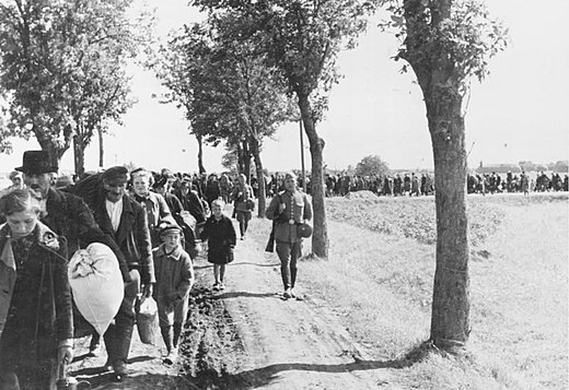 Ethnic cleansing of western Poland, with Poles led to the trains under German army escort, 1939. Bundesarchiv R 49 Bild-0131, Aussiedlung von Polen im Wartheland.jpg