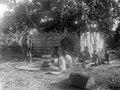 Byn Madirobé med dess invånare. Madirobé. Madagaskar - SMVK - 001673.tif