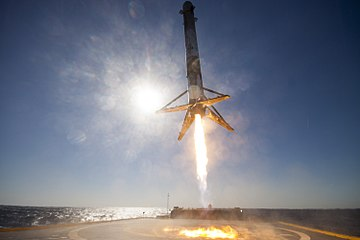 CRS-8 first stage landing (25788014884).jpg