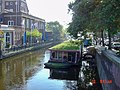 Canal in The Hague, houseboat, 2004-10-10.jpg