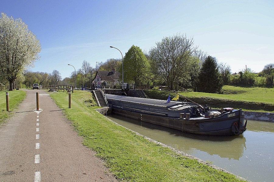 Canal latéral à la Loire, écluse n° 18 de Fleury - Fleury sur Loire. Vue vers le sud.