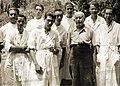 Carl Faust amb joves investigadors.jpg