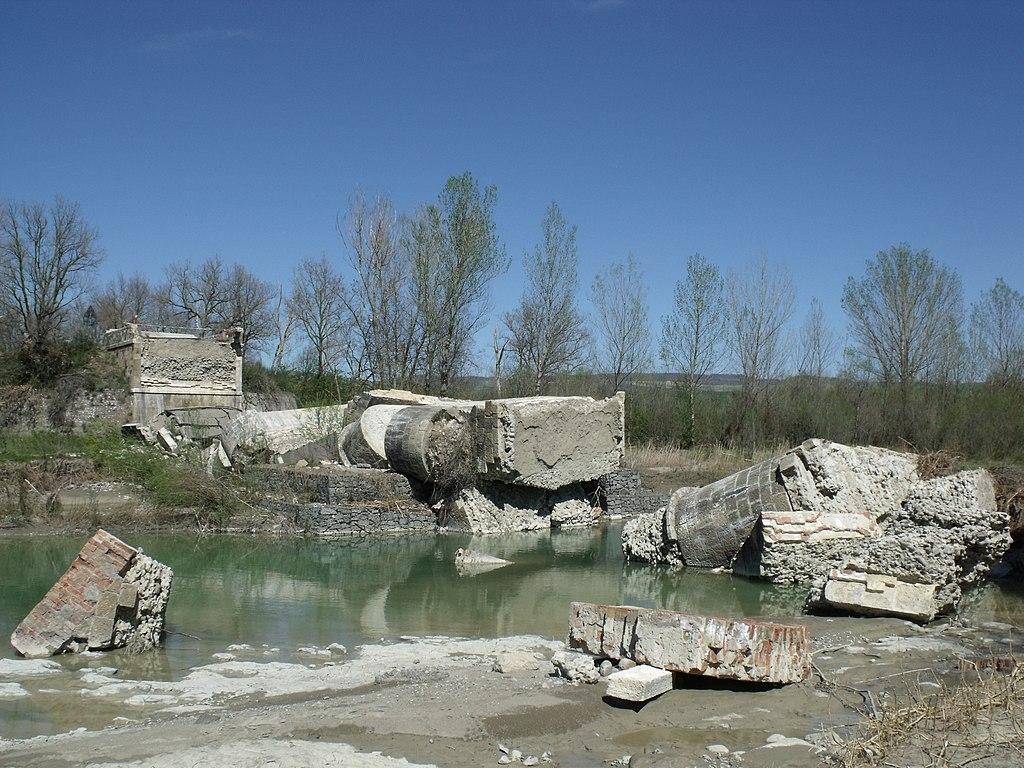 Castiglione d'Orcia, ruins of the Ponte di Pian di Maggio