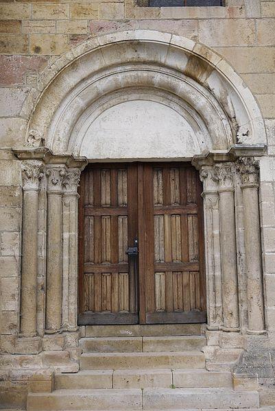 Portail sud de la cathédrale St Mammé .