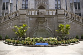 Cathedral of Learning - Fountain outside of the Cathedral