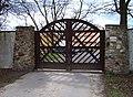 Chaby čp. 1, severovýchodní brána (01).jpg