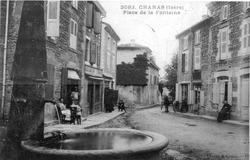 Chanas, place de la fontaine en 1908, p 42 de L'Isère les 533 communes - Levenq et Cottin.tif