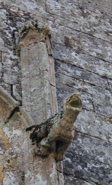 Chapelle de la Trinité (Plumergat): détail sud de la porte principale