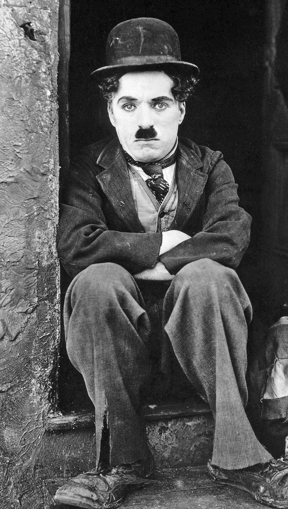 Chaplin in 1921 (cropped)
