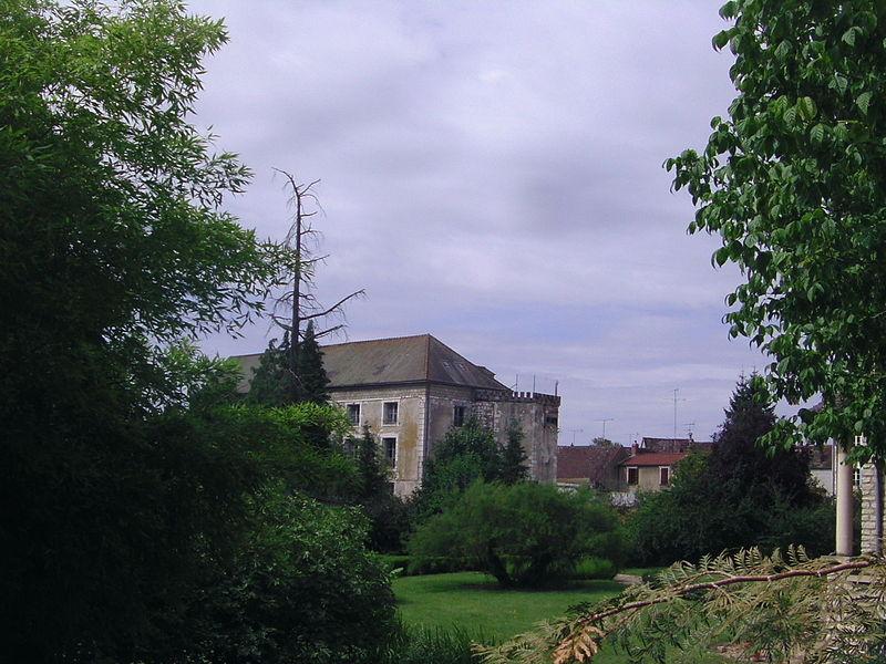Cezy (Yonne), France. Château de Jacques Coeur, vu depuis l'avenue Jacques Coeur.