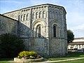 Chevet de l'église romane de Rioux - panoramio.jpg