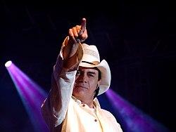 Chitãozinho, um dos mais conhecidos nomes da música sertaneja contemporânea no Brasil.