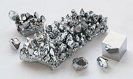 Chromium crystals and 1cm3 cube.jpg