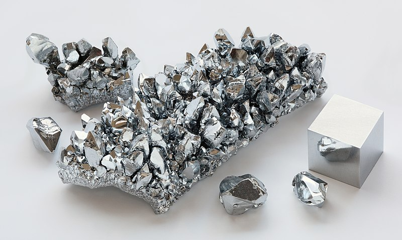 File:Chromium crystals and 1cm3 cube.jpg
