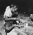 Collectie NMvWereldculturen, TM-20001972, Negatief, 'Zilversmid aan het werk bij het bedrijf MD Silver', fotograaf Boy Lawson, 1971.jpg
