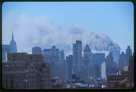 La tour nord du World Trade Center de New York en feu le 11 septembre 2001.