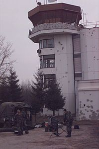 Control tower of the airport in Tuzla 1995.jpg