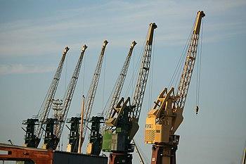 Polski: Dźwigi portoweEnglish: Cranes