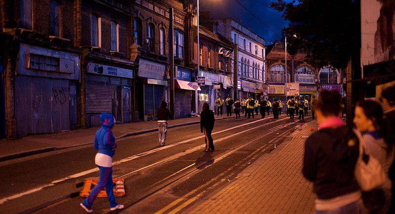 File:Croydon riots 2011, 2.jpg