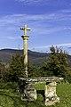 Cruceiro na igrexa de Santa María de Sacos.jpg