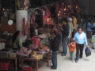 2009 Ecuador electricity crisis - Image: Cuenca market during power cut