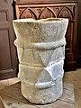 Cuve baptismale médiévale. Dans l'église.jpg