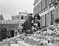 Defilé langs paleis Soestdijk ter gelegenheid van de verjaardag van koningin Jul, Bestanddeelnr 907-7270.jpg