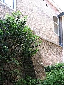 Delft - Koningsplein 8-10 (stadsmuur).jpg