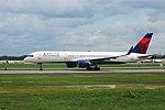 Delta N555NW Boeing 757-200 ATL April 2015 (29310290157).jpg
