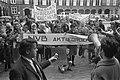 Demonstranten met spandoeken en megafoon, Bestanddeelnr 923-4607.jpg