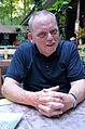 Der am 11.11.1954 geborene Wolfgang Stein lebt seit 1989 in Hannover. Der Gastronom ist hier am Abend in seinem Milchhäuschen in der nördlichen Eilenriede, Wilhelm-Busch-Weg 10 zu sehen.jpg