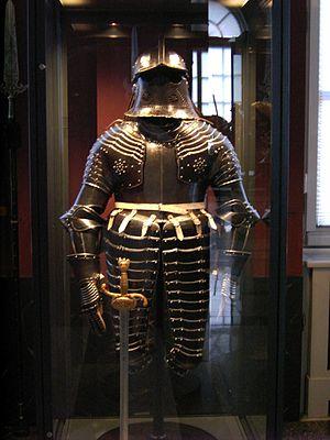 Poleyn - Image: Dresden Zwinger Armoury Armor.09