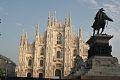 Duomo milano e statua a vittorio emanuele II.jpg