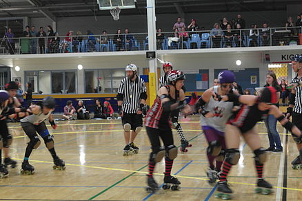 Dusty Flya scoring (roller derby).JPG