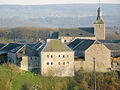 Eglise et ferme-château.jpg