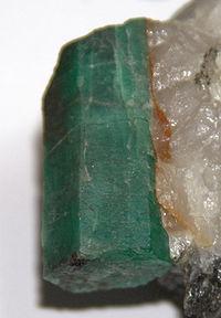 A smaragd szerkesztés  be3e1af402