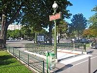 Entrée-métro-porte-d'Auteuil-(Paris)..JPG