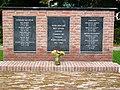 Ewijk (Beuningen, Gld) oorlogsmonument bij kerk (02).JPG