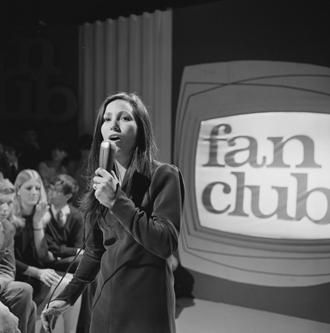 Julie Felix - Julie Felix performing for Dutch television in 1967