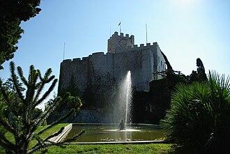 Duino-Aurisina - Image: Fauntain and castle Duino