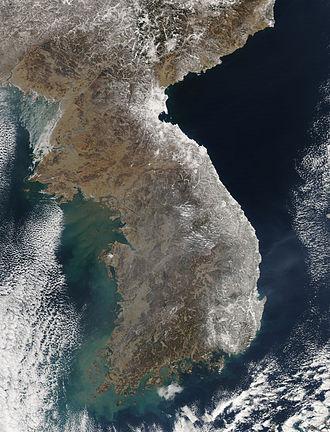 Geography of Korea - Heavy snow fell on eastern Korea in February 2011.