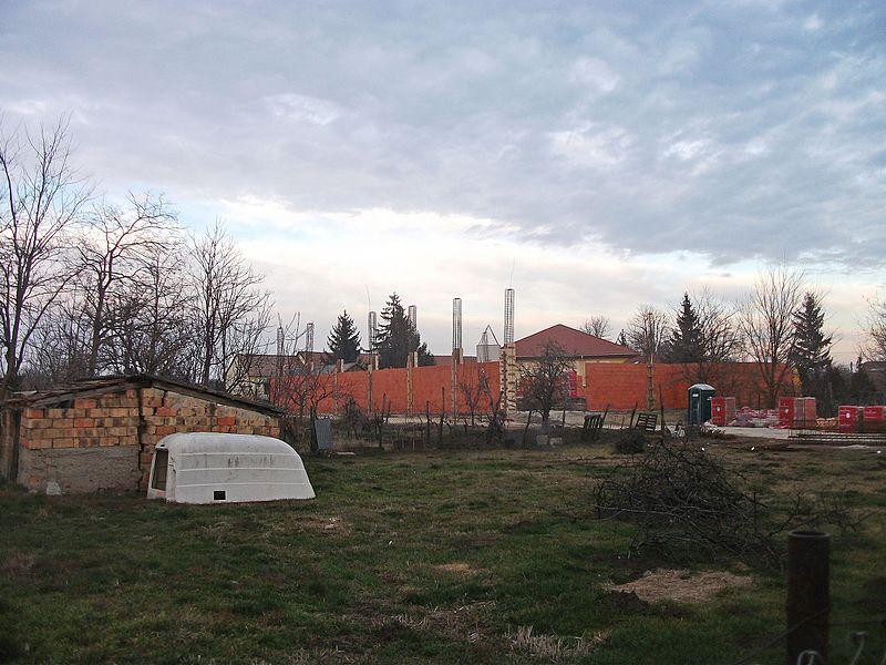 File:Fekete István Általános Iskola és Művelődési Ház tornatermének építése 001.jpg