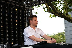 Ferry Corsten at Dance Parade 2009 in Rotterdam-flickr3 - by - JeHu68.jpg