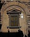 Finestres ''inginocchiate'' al Palau Mèdici-Riccardi, Florència.JPG