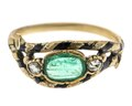 Fingerring av guld med smaragd och rosenstenar, 1800-tal - Hallwylska museet - 110174.tif