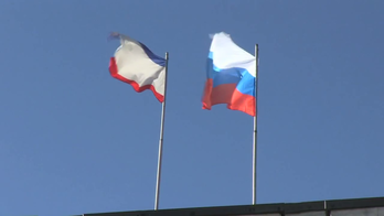 Flags over Supreme Council of Crimea (3 March 2014).png